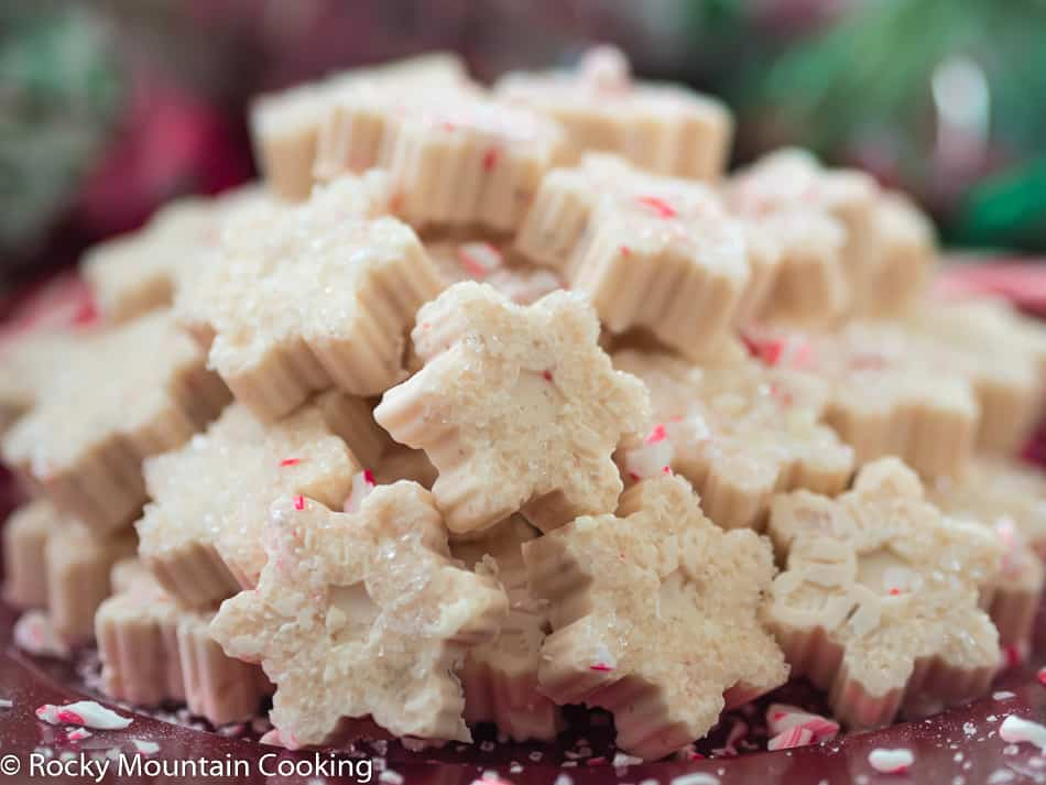 White Chocolate Peppermint Fudge, easy White Chocolate Peppermint Fudge, easy fudge recipe, white chocolate, peppermint, marshmallow, candy canes, Christmas candy recipe